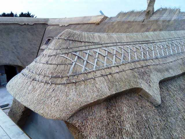 Reetdach mit Verzierung